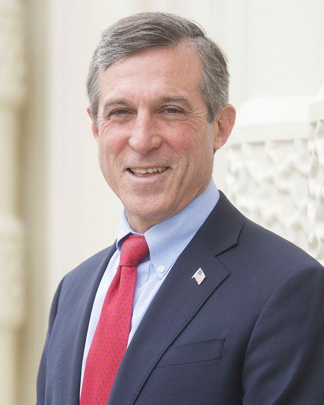 Gobernador John Carney